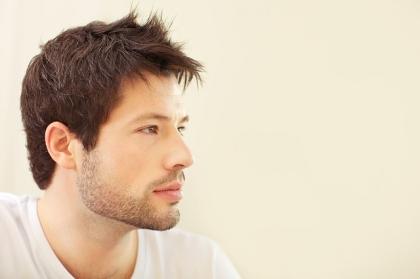 Skuteczne sposoby na walkę z łysieniem u mężczyzn
